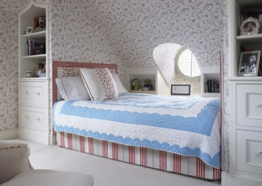 Pretty-attic-bedroom-design-from-Gast-Architects