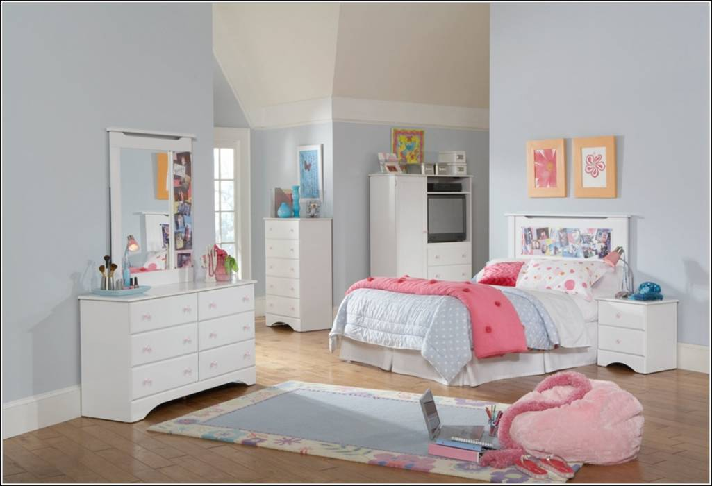 furniture urban this is a five piece bedroom set with egg shell white