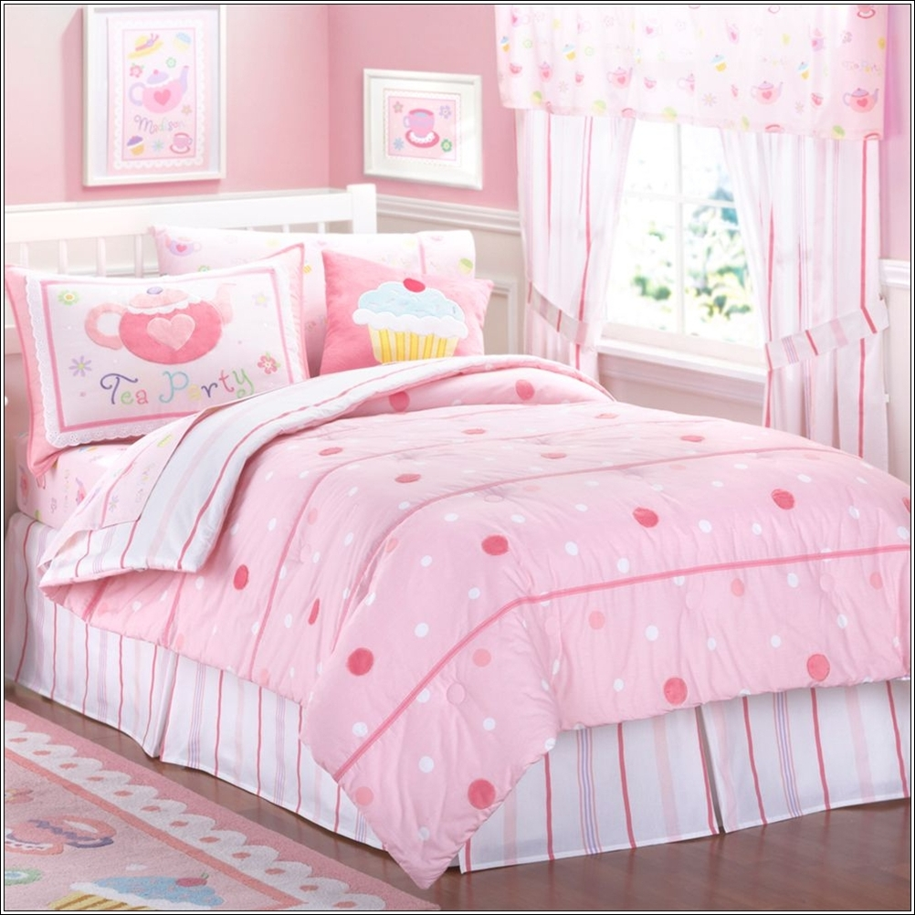 bedding sets with large and small dots. Black Bedroom Furniture Sets. Home Design Ideas