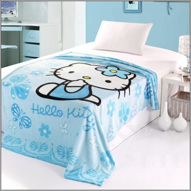 Turn your little girl 39 s room to a hello kitty world for Chambre hello kitty