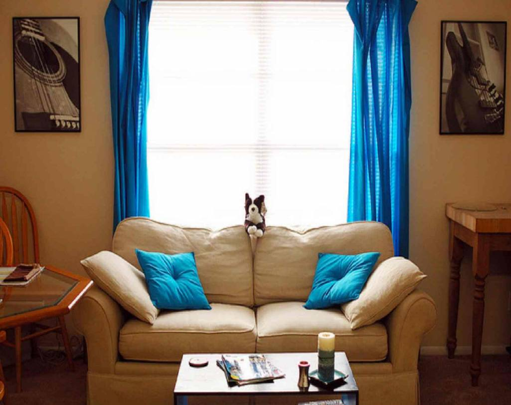 Creative curtains for your home for Living room ideas blue curtains