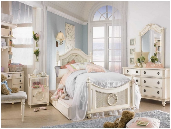 Vintage style bedroom decor for Antique style bedroom ideas