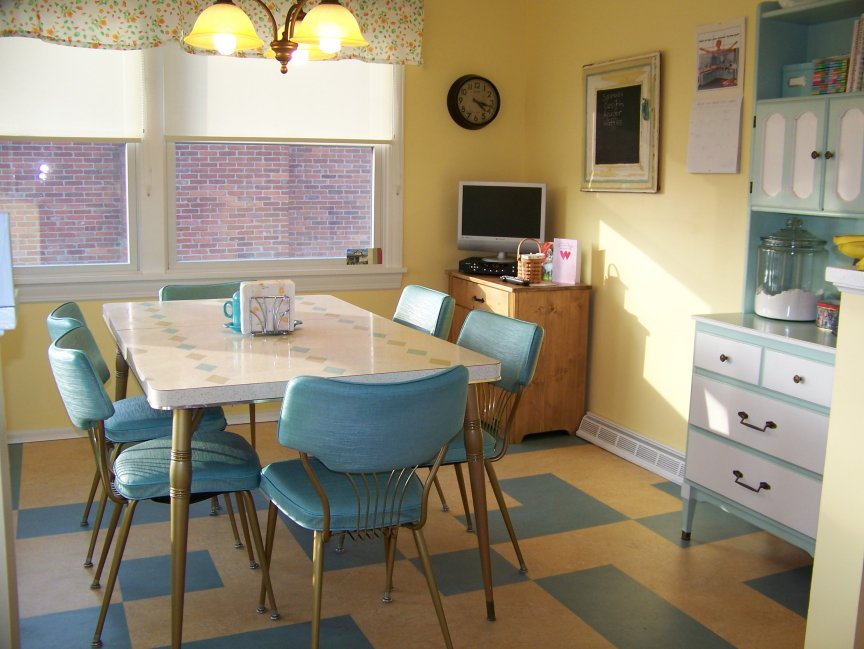 Colorful vintage kitchen designs for Vintage kitchen designs photos