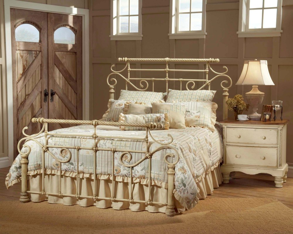 Elegant bedrooms with wrought iron bed designs for Wrought iron bedroom furniture