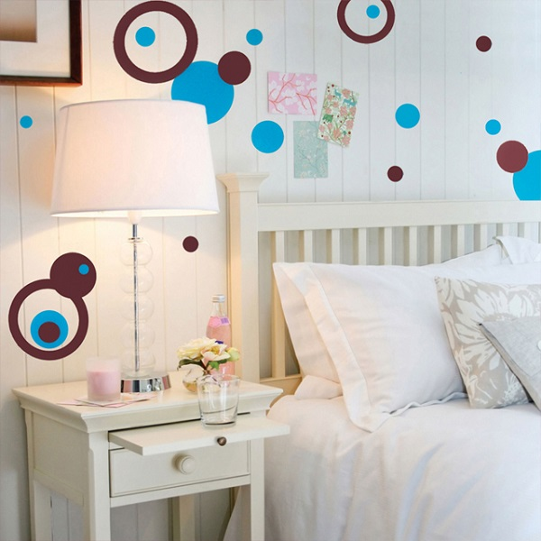 Fun cannot seem to end with polka dots room decor for Dots design apartment 8