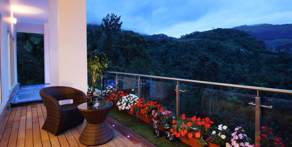 Flowery balcony via Savio & Rupa