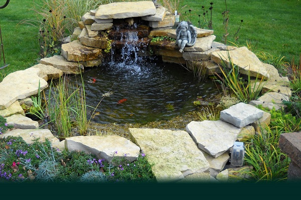 How outdoor pond ideas can really beautify your garden for Small pond filter design