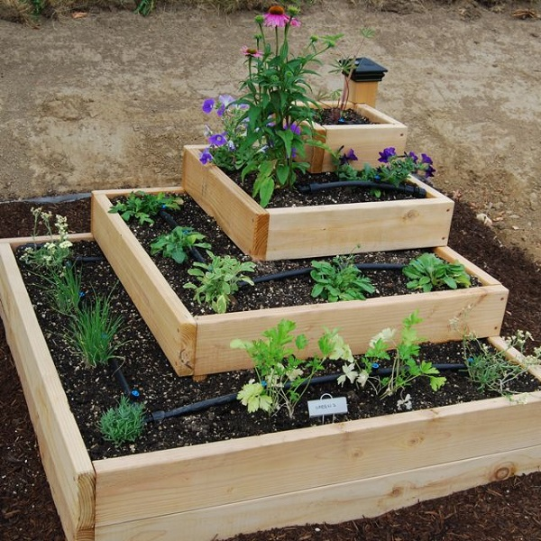 Simple vegetable garden ideas at home for Raised vegetable garden bed designs