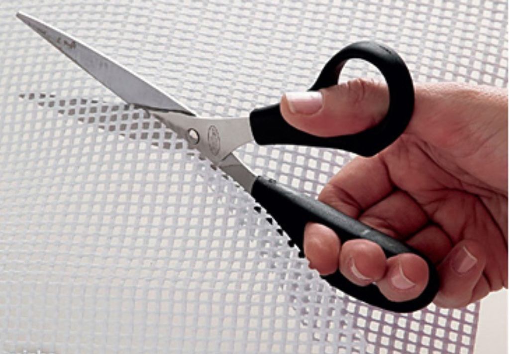 1.Cut out the net met material