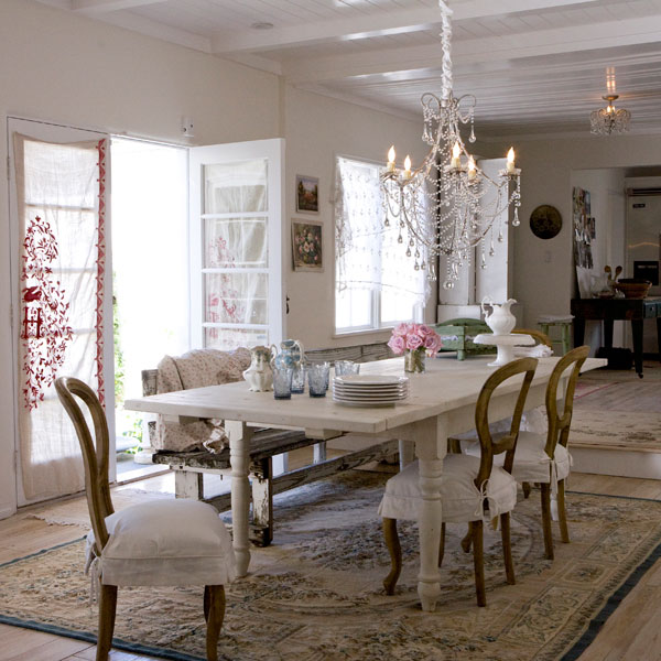 Dine wine and a glorius time classy and chic dining room for Table salle a manger shabby chic