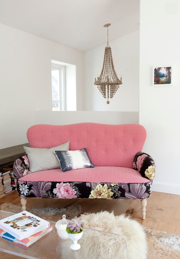 Pink Delight- Beautify your living room by adding a pink sofa