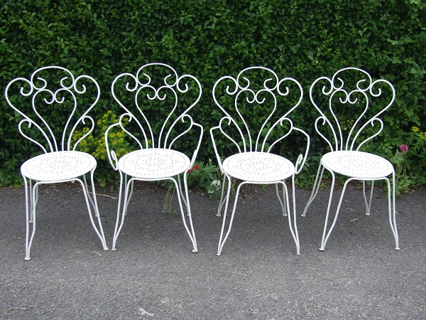 The Beauty And Elegance Of Wrought Iron Garden Furniture