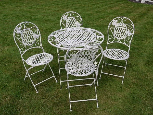 The beauty and elegance of wrought iron garden furniture for Table jardin beauty