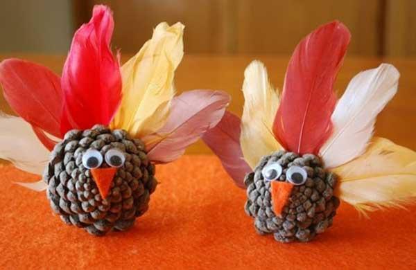2.DIY Thanksgiving Pinecone Turkey Decorations