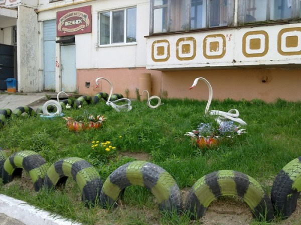 2.Decorative tire fence