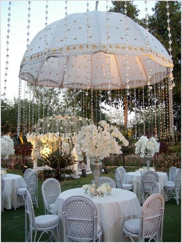 5 amazing wedding decor ideas with umbrellas for Decoration fiancaille