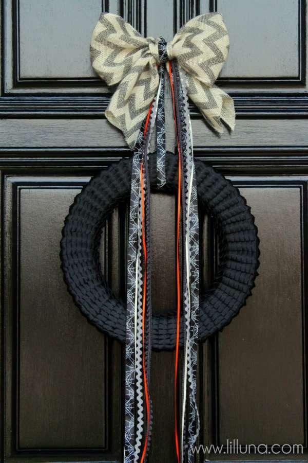 Halloween-Ribbon-Wreath-Tutorial-on-lilluna.com-halloween-wreath