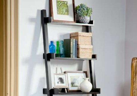 Create a sturdy bookshelf from an old ladder