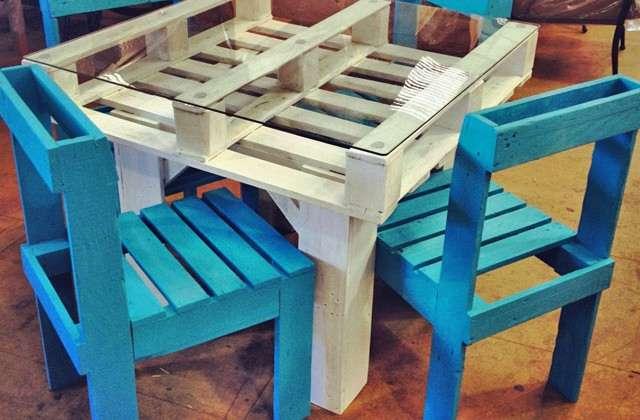 DIY funky pallet patio furniture