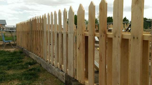 how to build pallet picket fence
