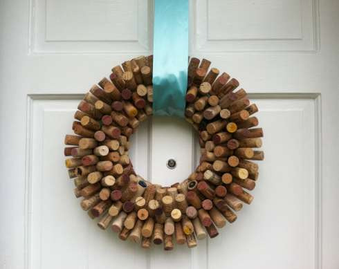 18 cool diy project ideas to up cycle wine corks Wine cork birdhouse instructions