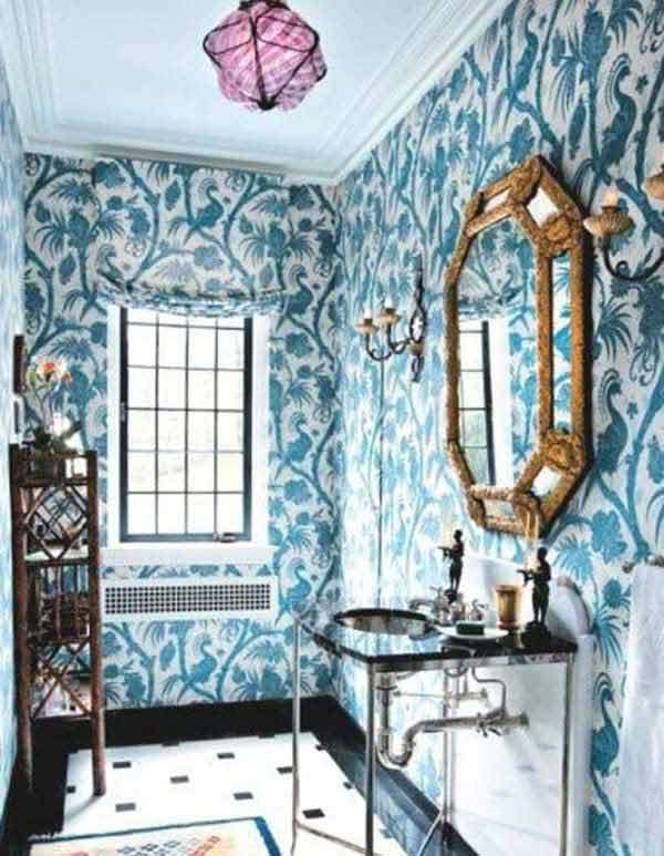 FLoral Wallpaer will give a lively character to the bathroom