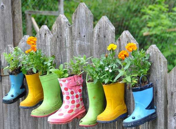 Rainboots Pots