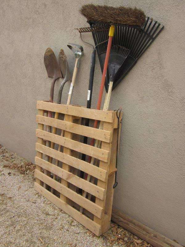 Repurpose a pallet in to  tool storage