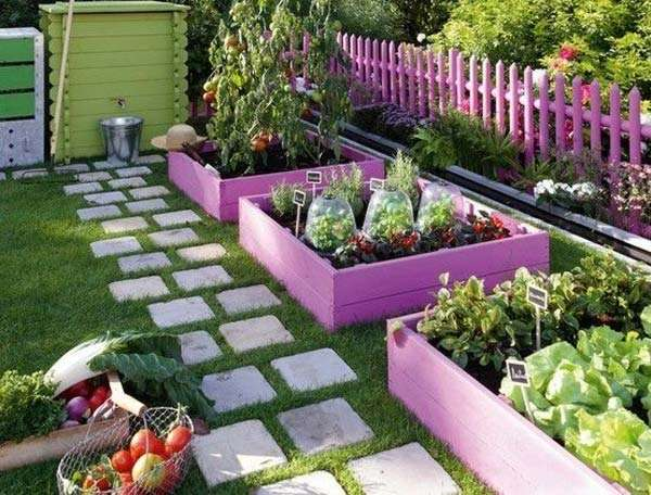 painted pallets as borders