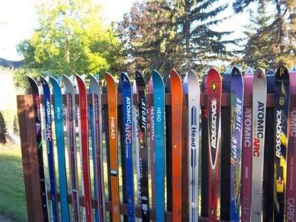 .Ice Skis Fence
