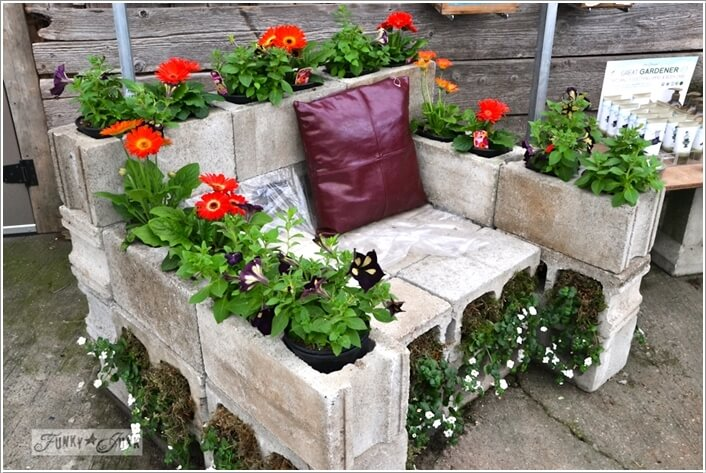 10 awesome ideas to design a cinder block garden for Decoration jardin pot
