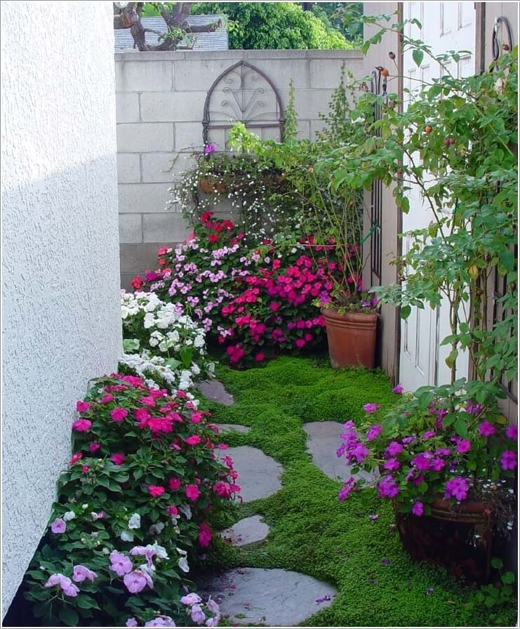 Decorate and liven up the wall of your side yard for Little flower garden ideas