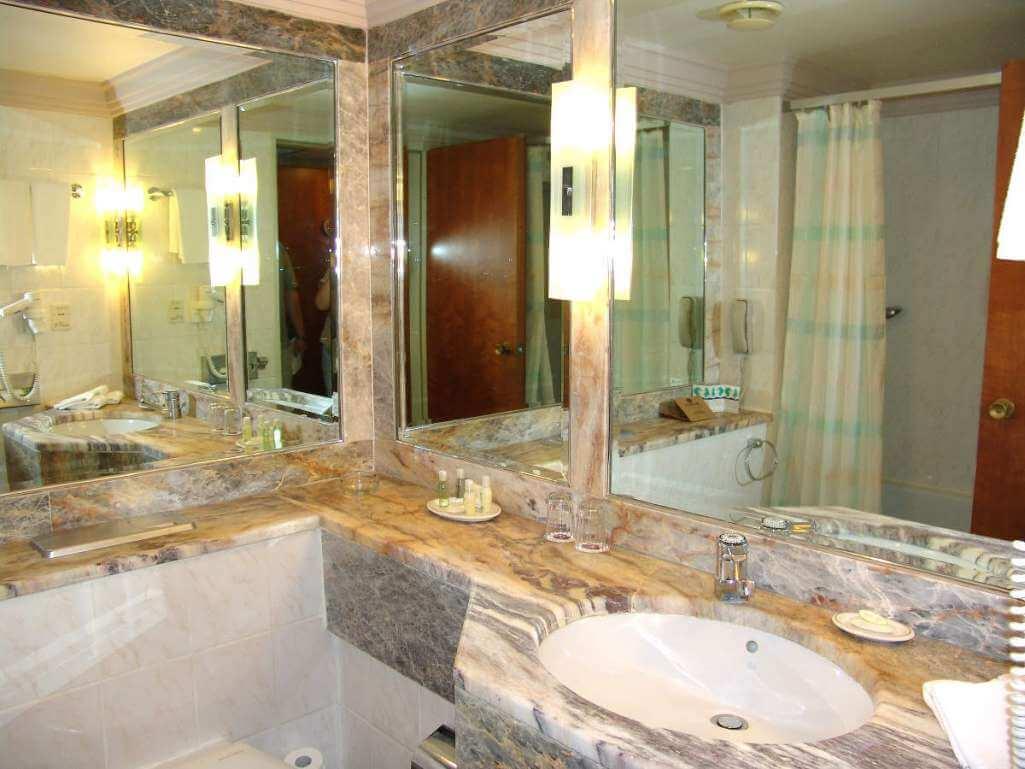 Many-mirrors-Bath-room-1303105886_21