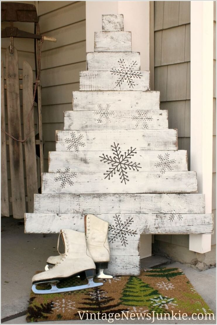 Materials You Can Use for Making an Alternate Christmas Tree 4