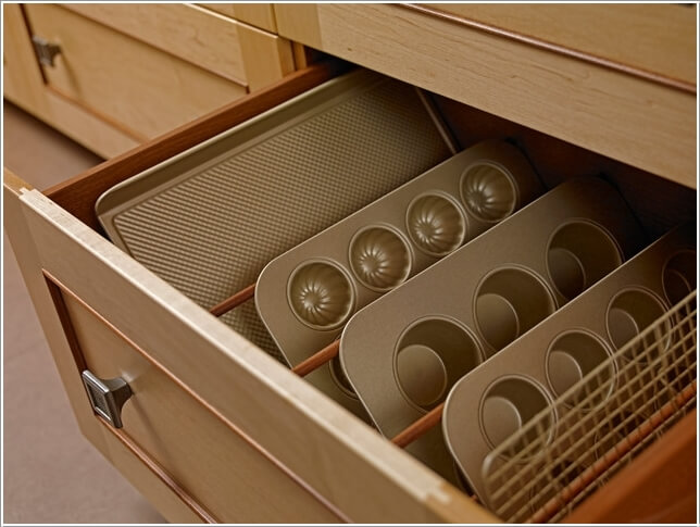 10 Practical Cookie Sheet And Baking Tray Storage Ideas 9