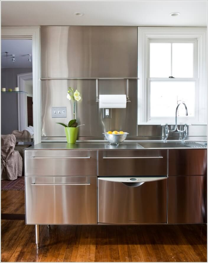 10 Chic Ways to add Metallic Accents to Your Kitchen 10