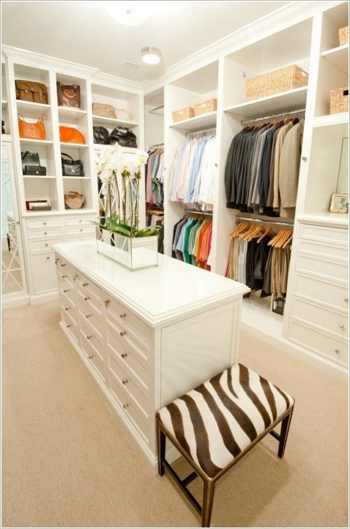 10 Cool Seating Ideas for Your Walk-In Closet 2