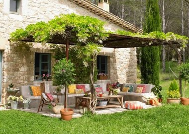 Add a Punch of Color to Your Patio and Make It Lively fi