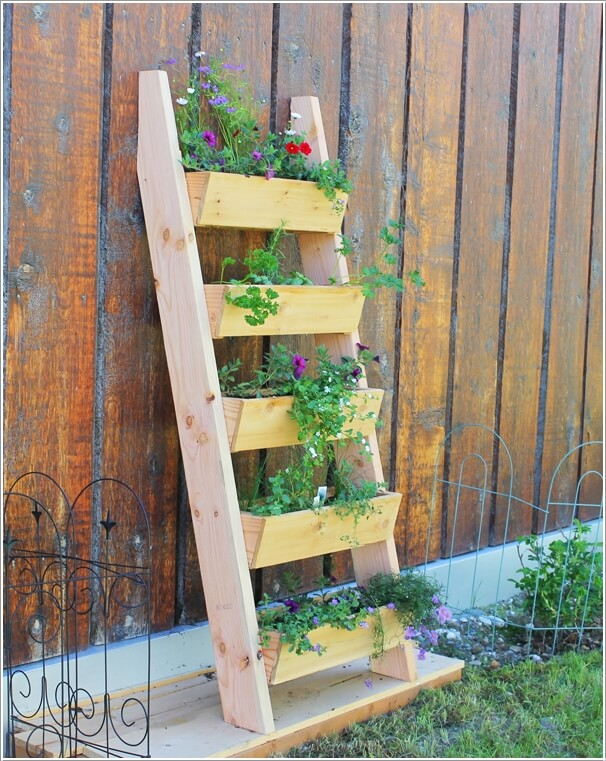 10-terrific-planter-ideas-to-decorate-your-fence-with-10