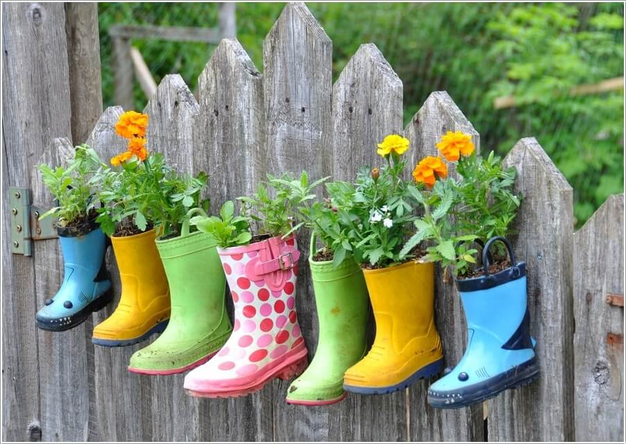 10-terrific-planter-ideas-to-decorate-your-fence-with-3