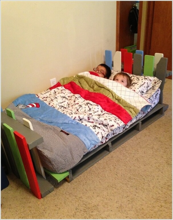 5 cool diy pallet furniture ideas for your kids 39 room for Diy kids pallet bed