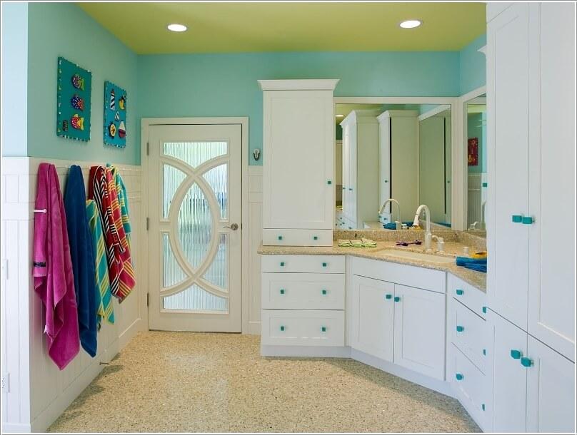 what-kind-of-door-is-suitable-for-your-bathroom-8