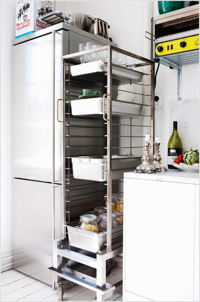 10 clever vertical storage ideas for your kitchen for Clever kitchen storage ideas