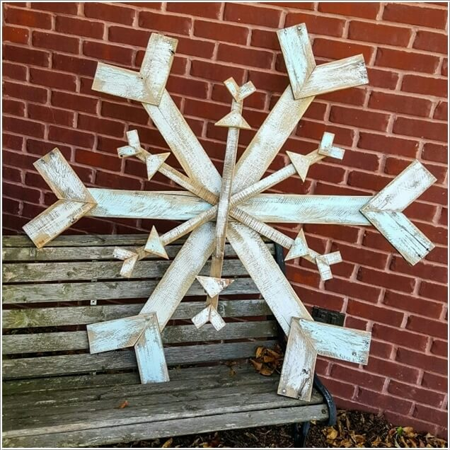 10-creative-pallet-christmas-decorations-to-try-this-year-4
