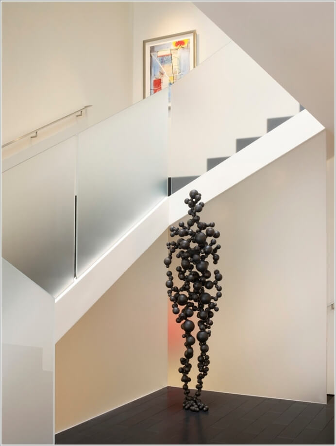 10-artistic-ways-to-decorate-your-staircase-area-3