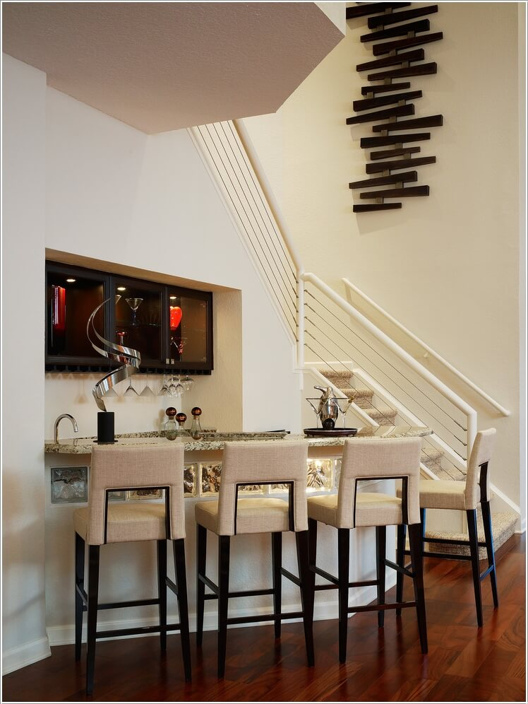 10-artistic-ways-to-decorate-your-staircase-area-5