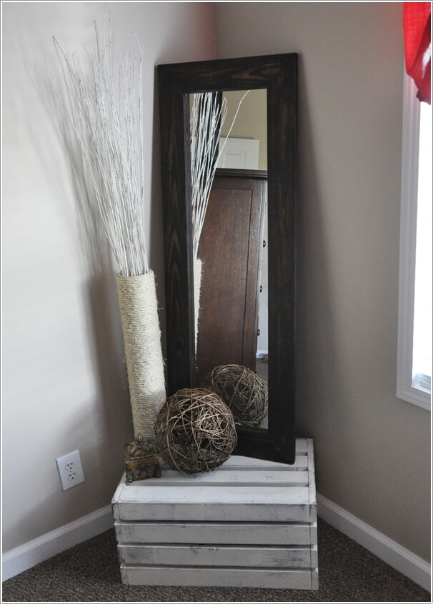 Bon 3. Display A Narrow And Tall Mirror Frame