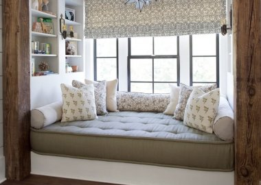 Different Ways to Decorate with Bolster Pillows fi