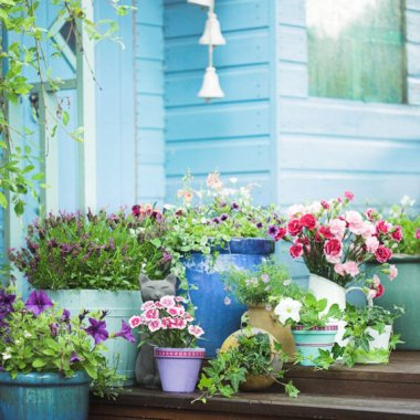 13 Fabulous Patio and Balcony Planter Inspirations fi