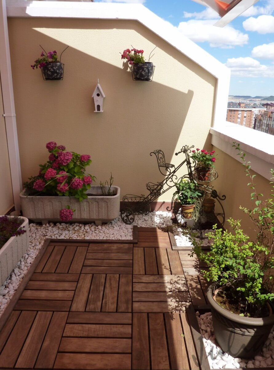 Decorate your balcony with wood for Terrazas cerradas con madera